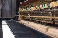Vieux piano Clés et petits marteaux avec sélectif Image libre de droits
