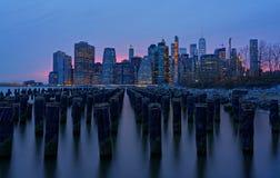 Vieux pilier 1 de Brooklyn la nuit photographie stock libre de droits