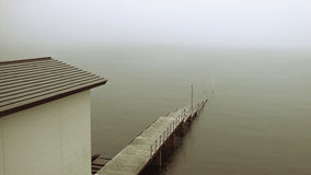 Vieux pilier en brouillard Photos libres de droits