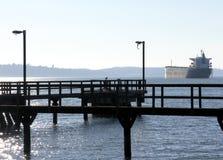 Vieux pilier et bateau Photographie stock libre de droits