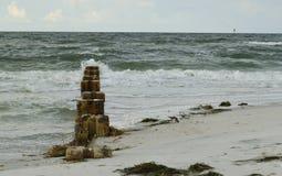 Vieux piliers de ciment Photographie stock libre de droits