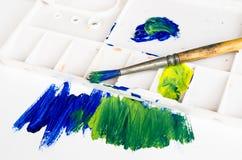 Vieux pinceau et palette photo libre de droits