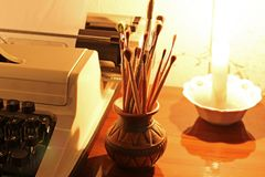 Vieux pinceaux de machine à écrire et images stock