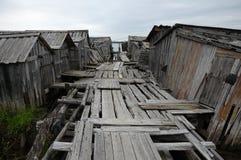 Vieux piste pour piétons aux Doc.s abandonnés de glissade photo stock