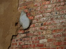 Vieux plâtre sur le mur de briques Photo libre de droits