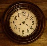 Vieux plan rapproché d'horloge Images stock