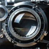Vieux plan rapproché d'objectif de caméra de pliage photo stock