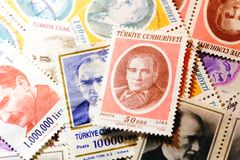 Vieux plan rapproché de collection de timbre de courrier photographie stock