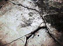Vieux plancher en béton criqué sale Images libres de droits
