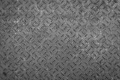Vieux plat de plancher en métal avec le modèle de diamant et le fond rouillé Photos stock