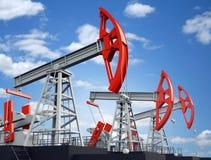 Vieux plot rouillé de pompe de pétrole Images stock