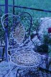Vieux plus rouillé, plus de manière romantique, chaise de métal, Photos libres de droits