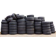 Vieux pneus de voiture d'isolement Image stock