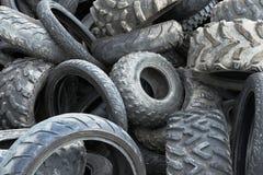 Vieux pneus industriels utilisés Images stock