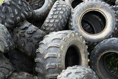 Vieux pneus industriels utilisés Photographie stock libre de droits