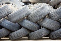 Vieux pneus utilisés Images libres de droits