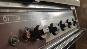 Vieux poêle de gaz Poêle de gaz modifié banque de vidéos