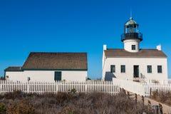 Vieux point Loma Lighthouse et bâtiment adjacent image stock