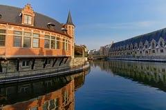 Vieux poissonnerie et hall de viande à Gand images stock