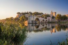 Vieux pont d'Avignon pendant le coucher du soleil en Provence, France Images libres de droits