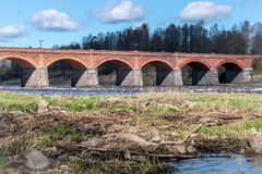 Vieux pont de brique rouge image stock