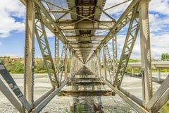 Vieux pont de chemin de fer en acier Photographie stock libre de droits