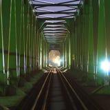 Vieux pont de chemin de fer la nuit Image libre de droits
