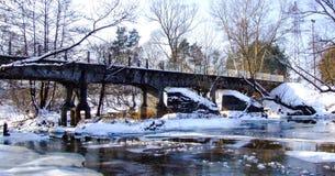 Vieux pont de chemin de fer à voie étroite au-dessus de rivière de Swider Photos stock