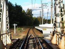 Vieux pont de chemin de fer, détails et plan rapproché Pont centenaire pour des trains photographie stock libre de droits