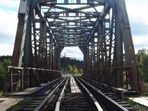 Vieux pont de chemin de fer, d?tails et plan rapproch? Pont centenaire pour des trains images stock