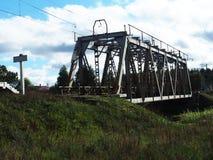 Vieux pont de chemin de fer, d?tails et plan rapproch? Pont centenaire pour des trains photos libres de droits
