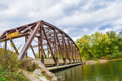 Vieux pont en automne Images stock