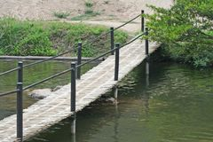 Vieux pont en bambou photo stock