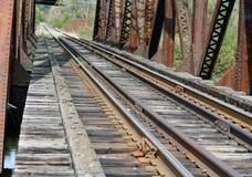 Vieux pont en bois en chemin de fer Photographie stock libre de droits