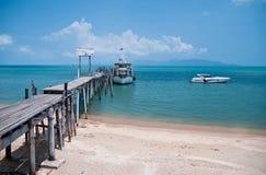 Vieux pont en bois dans Bophut, Samui, Thaïlande Image libre de droits