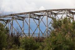 Vieux pont en métal Photo stock