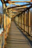 Vieux pont en métal, vue de perspective Photographie stock libre de droits