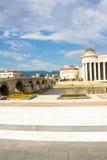 Vieux pont en pierre au-dessus de rivière de Vardar Photos libres de droits