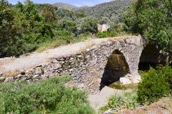 Vieux pont en pierre avec des voûtes Image stock