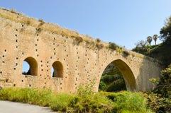 Vieux pont en pierre avec des voûtes Photos libres de droits