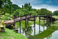 Vieux pont piétonnier à Ayutthaya Photo libre de droits