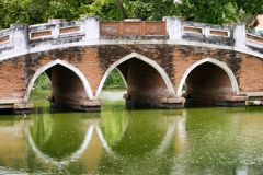 Vieux pont piétonnier à Ayutthaya Images libres de droits