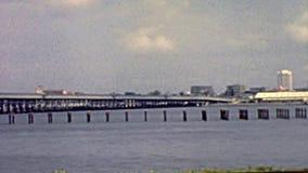 Vieux pont sur la lagune de Lagos banque de vidéos