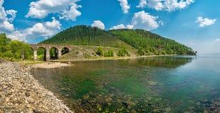 Vieux pont sur le chemin de fer de Circum-Baikal photo stock