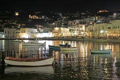 Vieux port de Mykonos la nuit Image stock