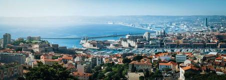Vieux Vieux port de ville de Marseille, château de Jean de saint, panorama d'aperçu de palais Destination panoramique pittoresque photo stock