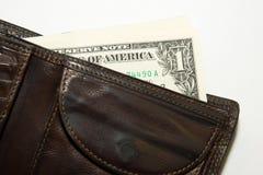 Vieux portefeuille avec des billets de banque des dollars US à l'intérieur Photographie stock libre de droits