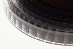 Vieux positif bande de film de 16 millimètres sur le fond blanc Photo stock