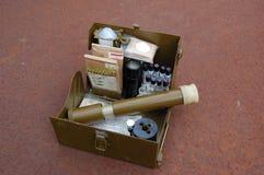 Vieux positionnement soviétique de militaires pour le contrôle d'arme chimique Image stock