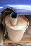 Vieux pot d'échappement rouillé Images stock